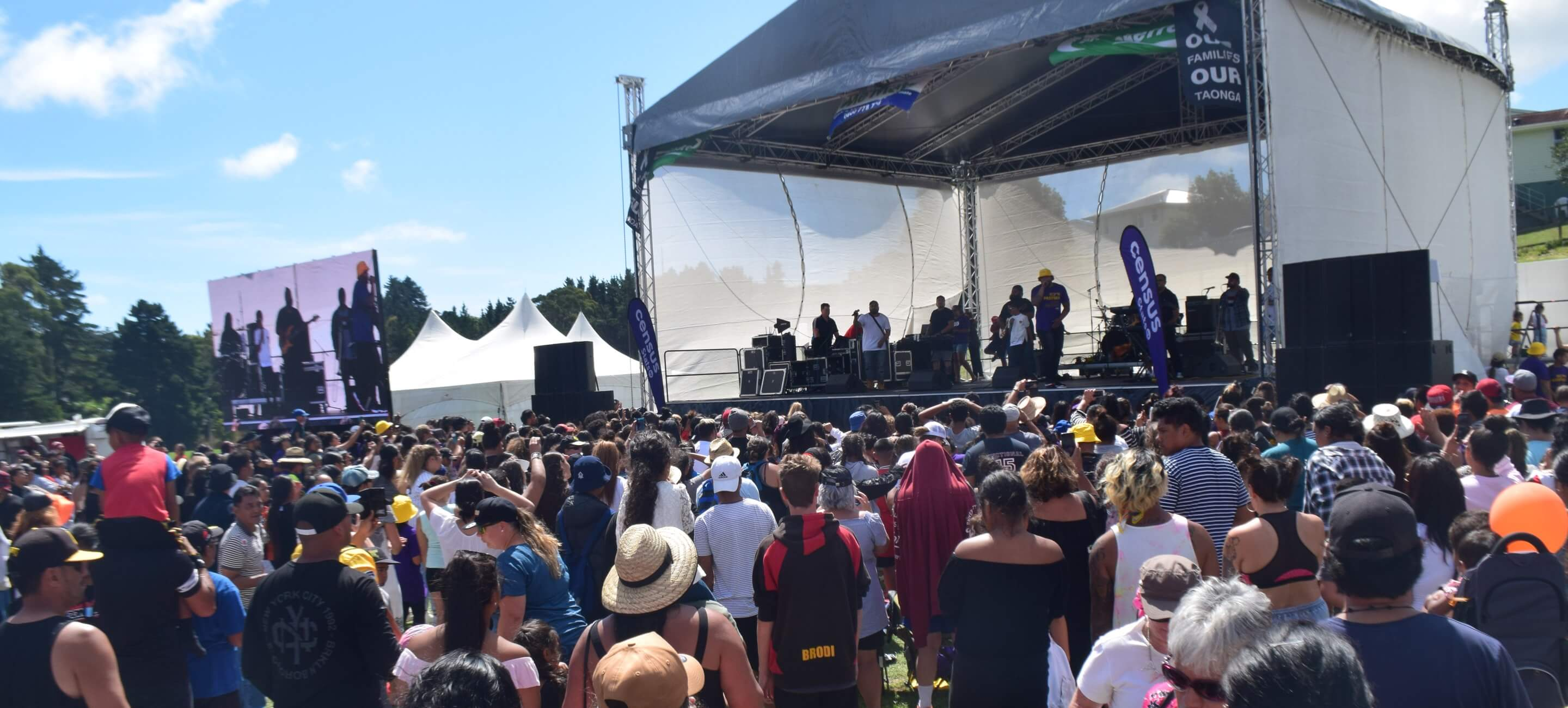 Sol3 Mio wow the crowd at Porirua Park in Cannons Creek